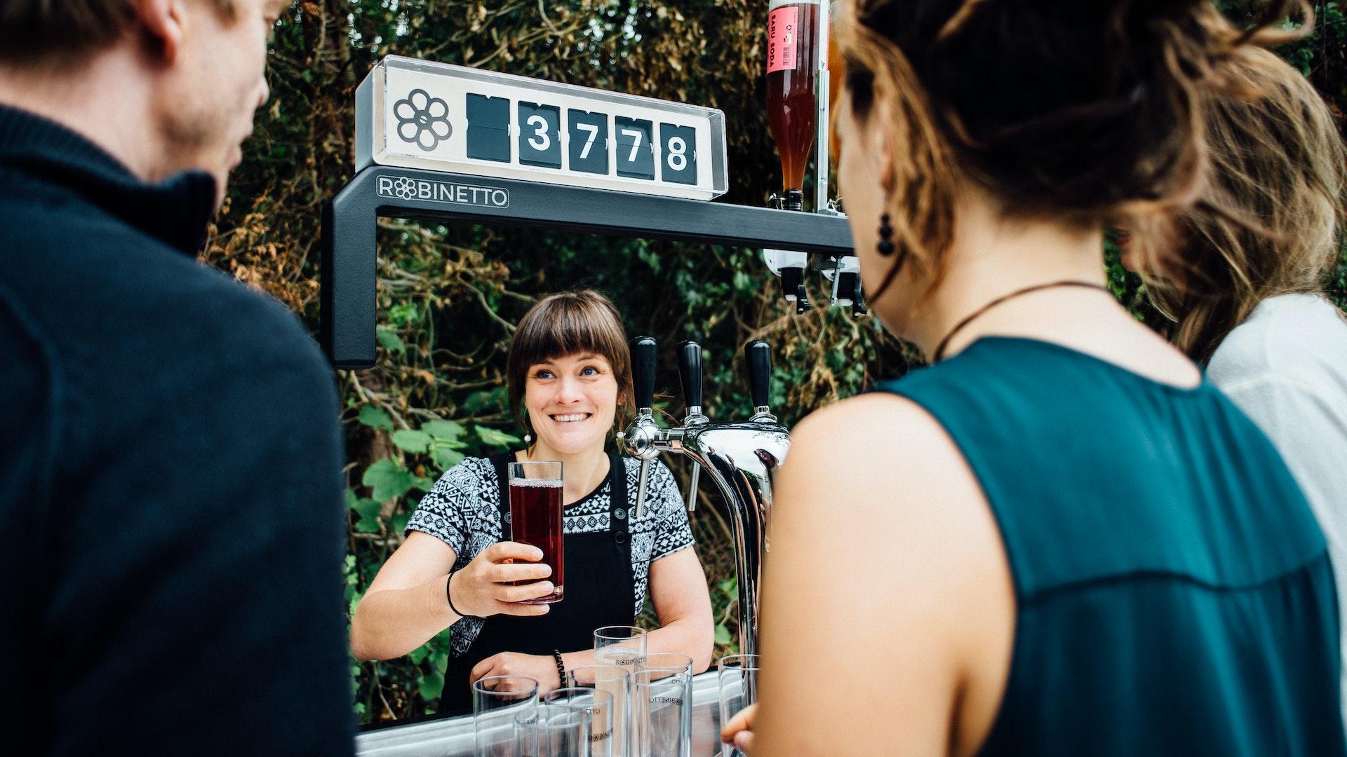 Met een watertap van Robinetto serveer je lekker gekoeld plat en bruisend water, bier op en verschillende dranken van siropen.